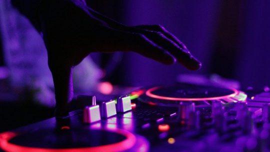 Quelle table de mixage choisir pour debuter en tant que DJ?